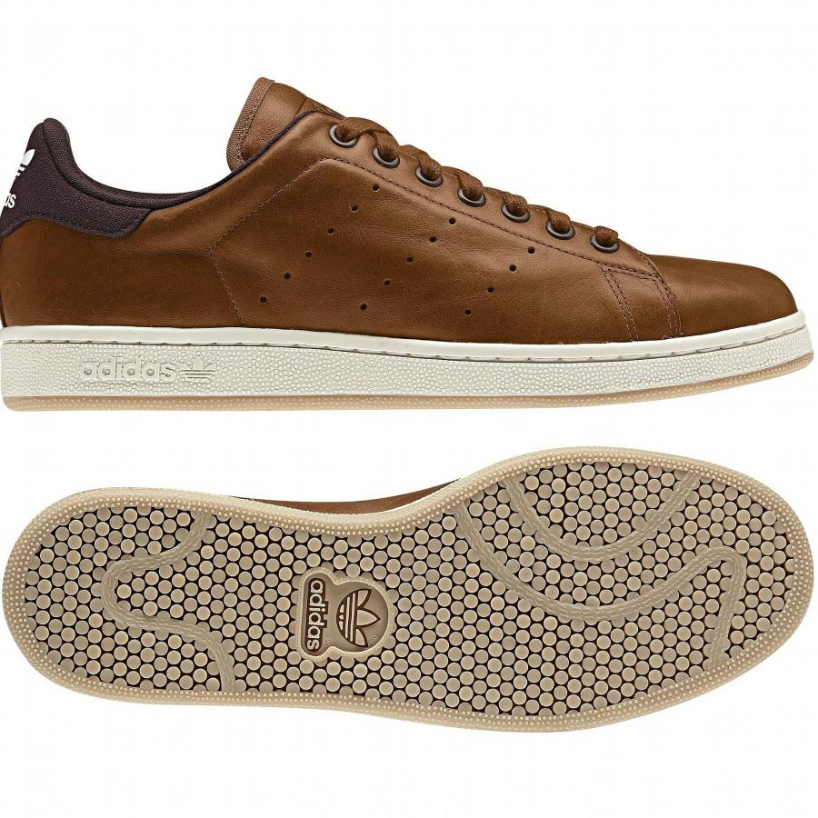 Brown sneakers - the brown version of Stan Smith looks modern n classy. Adidas  Stan