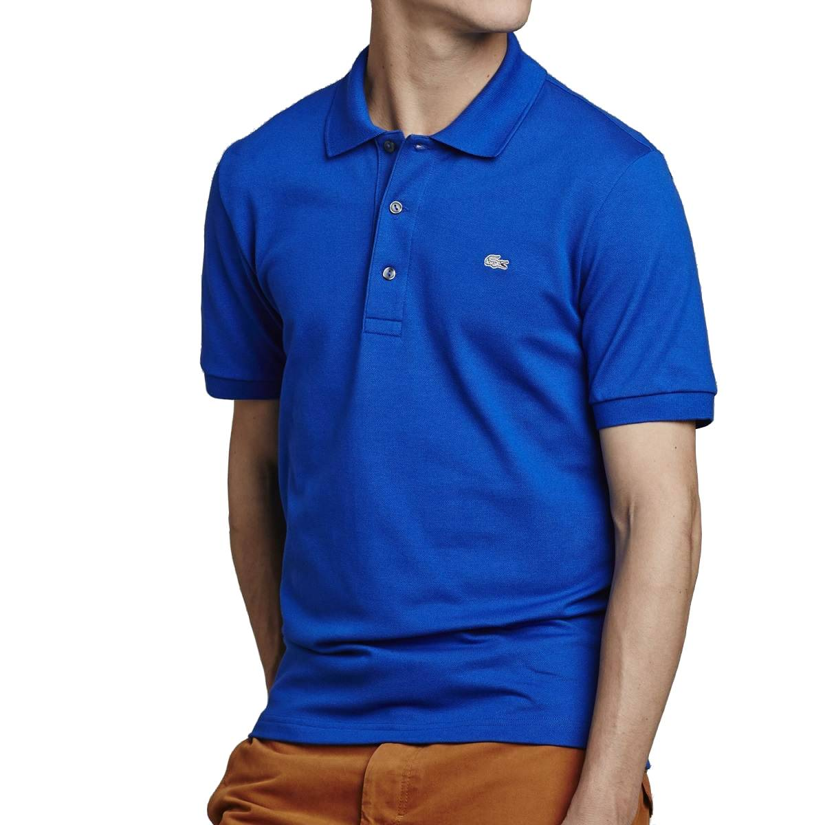 A great slim-fit polo shirt is clean-cut, handsome and effortless. A Polo For All Occasions Wear a slim fit polo with chinos or shorts for a preppy look on the course, and then show up for after dinner meetings in style donning a pair of skinny jeans.