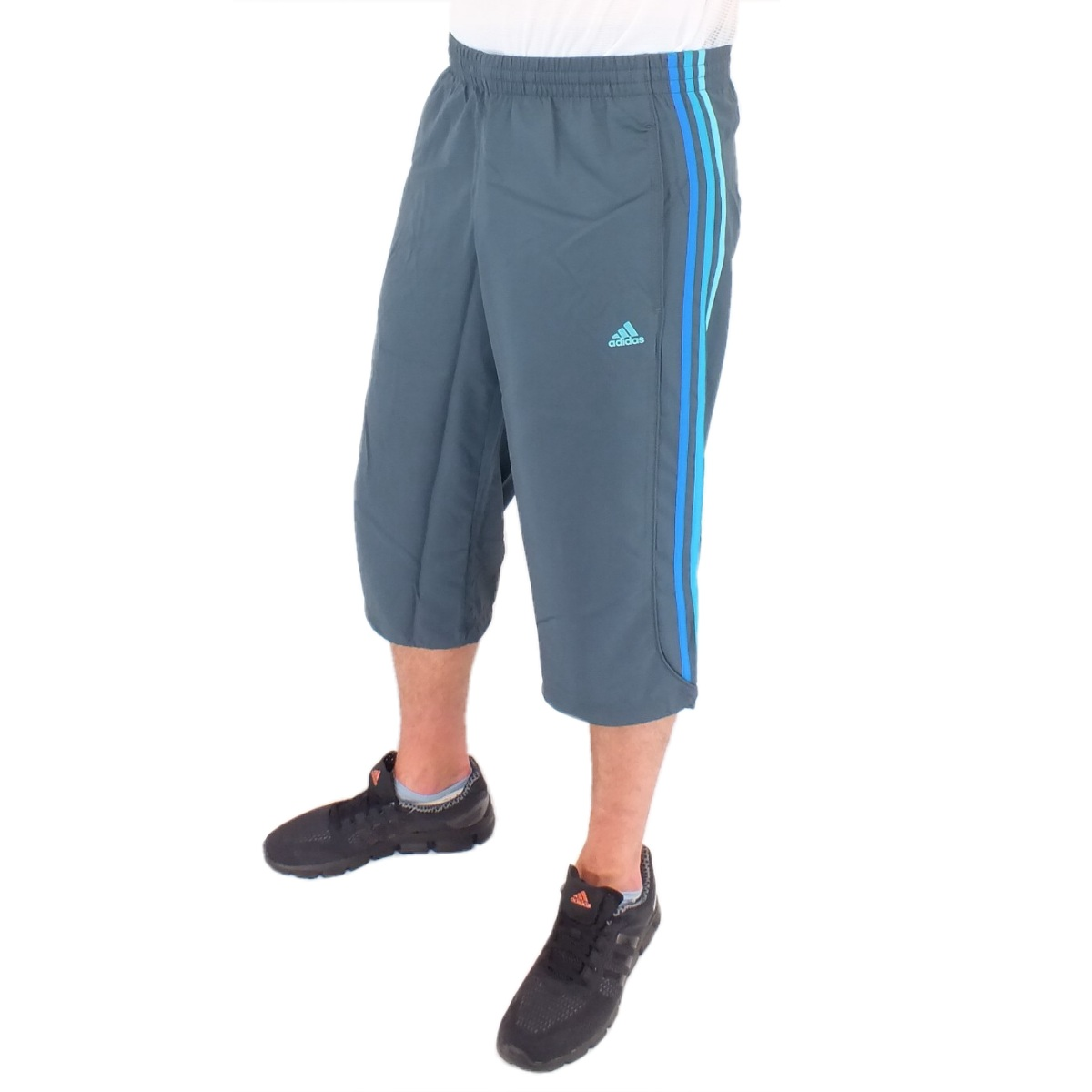adidas ess 3s 3 4 herren pant hose anthrazite sporthose trainingshose kurz ebay. Black Bedroom Furniture Sets. Home Design Ideas