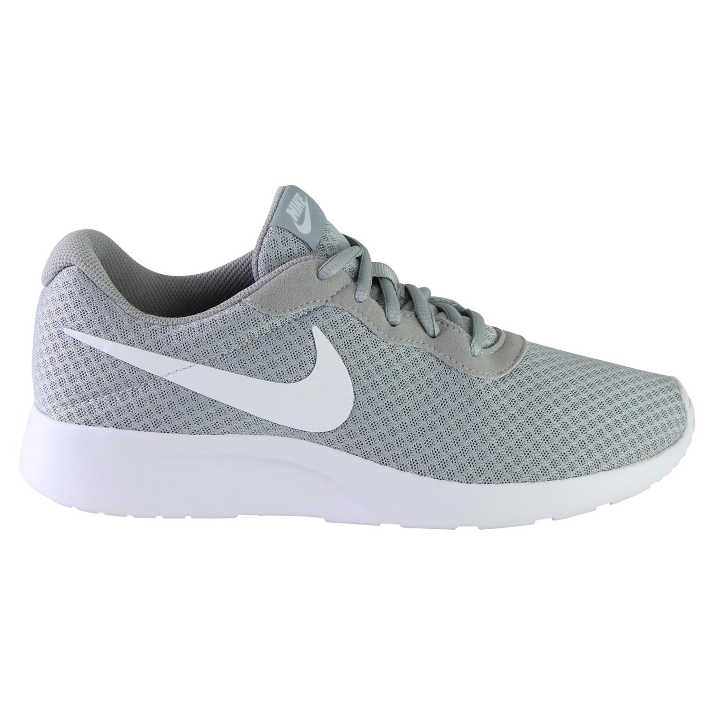 e3213c0aeda118 Der Nike Tanjun Schuh für Herren bietet mit leichtem Obermaterial und einer  gedämpften Mittelsohle atmungsaktiven Tragekomfort und Flexibilität.